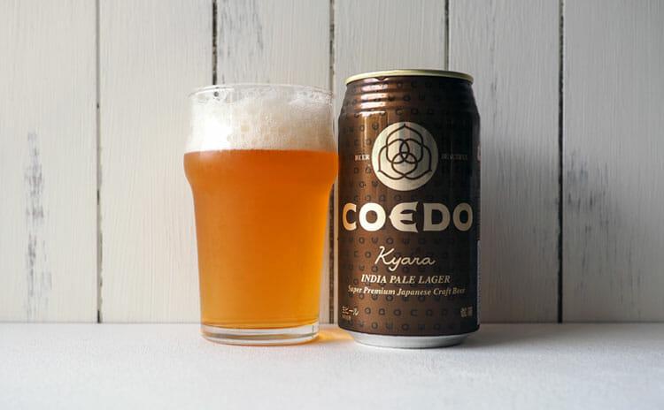 コエド伽羅の缶と注がれたグラス